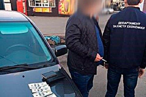 В Киеве представитель вуза попался на $1 тыс. взятки