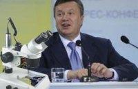 Януковича изобразили на рисовом зернышке