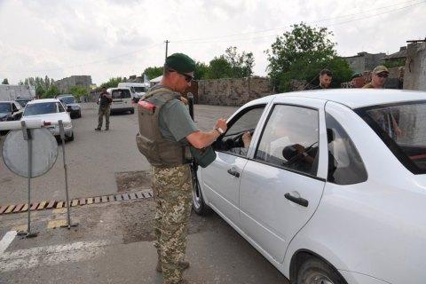 Украинские таможенники задержали вДонбассе мужчину сгеоргиевской лентой
