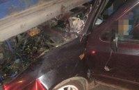 В Одеській області легковик в'їхав у вантажівку: одна людина загинула, чоловік та дитина - у тяжкому стані