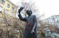 У Києві вандали розписали свастикою пам'ятник Шолом-Алейхему