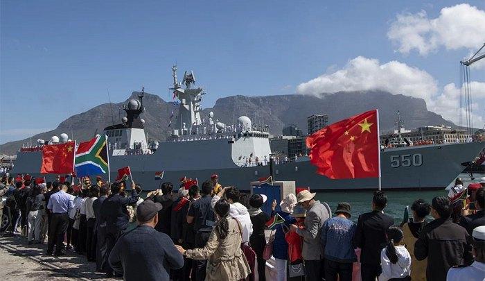 Китайский фрегат Вэйфан прибывает в Кейптаун для подготовки к совместным учениям флота, 27 ноября 2019