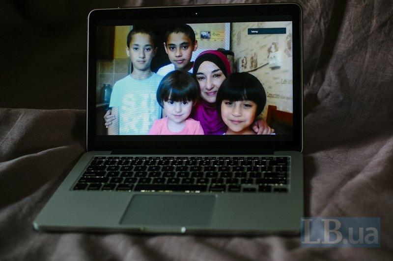 Ельвіна з дітьми