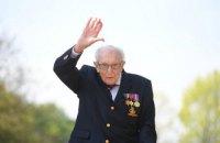 Столітній британський ветеран Том Мур помер від коронавірусу