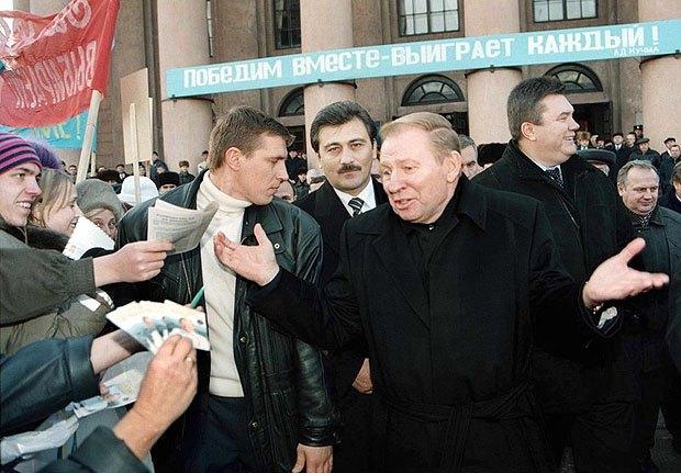 Леонід Кучма під час його передвиборчої поїздки по Донецькій області, 11 листопада 1999.