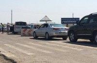 На границе с Крымом два КПВВ ограничили пропуск транспорта