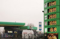 Заправки снизили цены после встречи с Зеленским