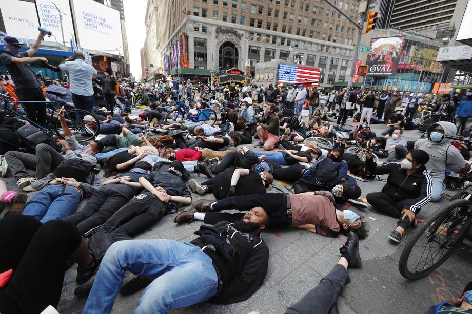 Акция на Таймс-сквер в Нью-Йорке, 1 июня 2020 года.