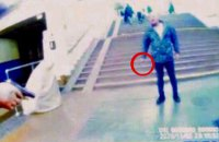 """У Києві на станції метро """"Славутич"""" чоловік напав на поліцейського через зауваження про відсутність маски"""