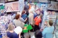 В киевском супермаркете мужчина напал на ребенка и начал его душить
