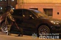Киевлянин задержал мужчину, который пытался прикрепить к автомобилю трекер для слежения
