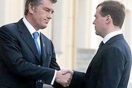 Ющенко без романтизма утверждает, что Медведев пожал ему руку