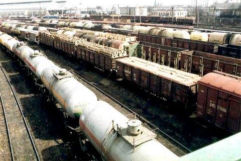 """На станции """"Львов"""" сошли с рельсов восемь грузовых вагонов"""