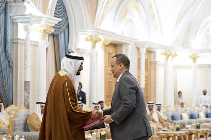 Наследный принц Абу-Даби и заместитель Верховного главнокомандующего Вооруженными силами ОАЭ шейх Мохаммед бен Заид Аль Нахайян и президент Мавритании Мохаммед ульд Газуани во время встречи в Абу-Даби, 2 февраля 2020