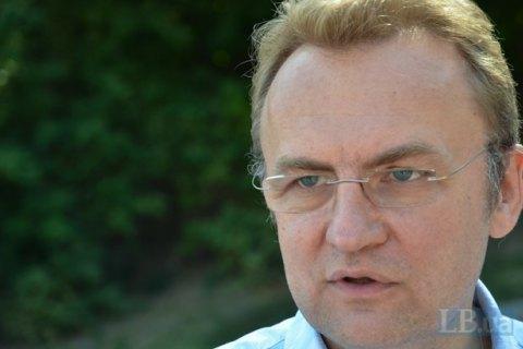 Садовий попросив Порошенка вирішити проблему з вивезенням сміття зі Львова