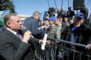 Лидер регионалов гуляет по Киеву без охраны