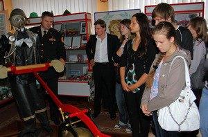 Киевские школьники выбрали пожарных своими героями