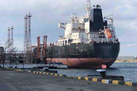 """Прокуратура требует от судовладельца возместить 65 млн гривен за выброс пальмового масла в порту """"Южный"""""""