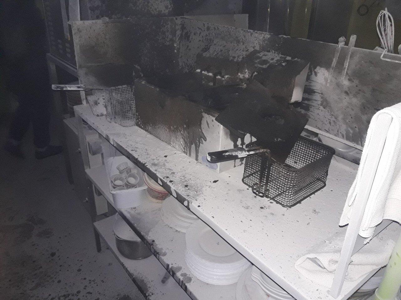 """В одному з кафе """"Хрещатик-Сіті"""" загорілася фритюрниця"""