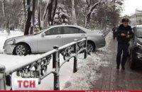 Автомобиль нардепа влетел в ограждение возле Верховной Рады