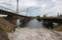 Біля зруйнованого моста під Нікополем побудують понтонну переправу