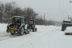 Снегоуборочный трактор задавил киевлянку