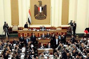 Египетский парламент приостановил работу на неделю