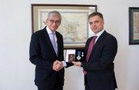 Пристайко вручил орден экс-главе Всемирного конгресса украинцев Чолию
