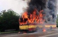 У Львові палаючий тролейбус в'їхав у будинок