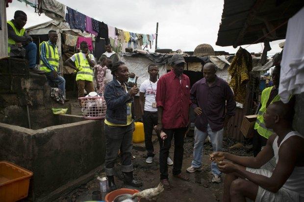 Просветительская кампания по лихорадка Эбола в Сьерра-Леоне