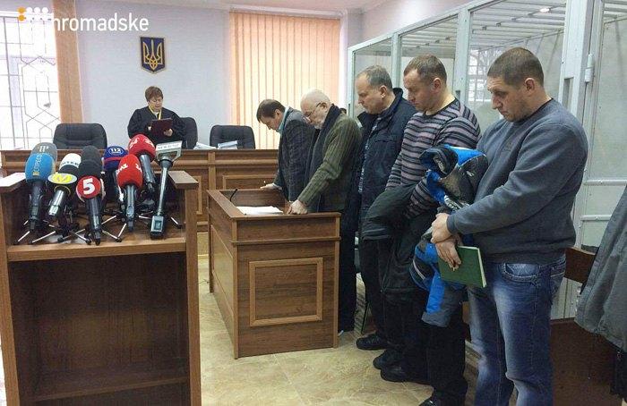 Справа-наліво: екс-беркутівці Євген Антонов, Андрій Дидюк та Микола Тягнирядно на засідання суду, 11 січня 2017.