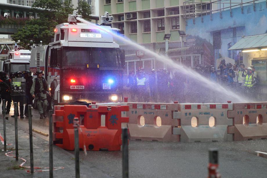Протесты вГонконге: милиция впервый раз применила огнестрельное оружие