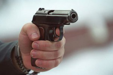 Во Львове вооруженный мужчина в балаклаве ограбил продуктовый магазин