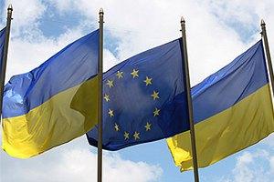 Украинцы хотели бы в ЕС, но чаще ездят в Россию