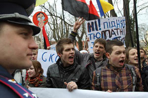 Львовским студентам никак не надоест митинговать против Табачника