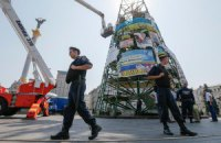 Киевские власти начали демонтаж каркаса новогодней елки на Майдане (добавлены фото)