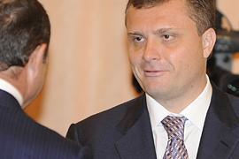 Левочкин из Европы: ждите, Янукович требования почитает