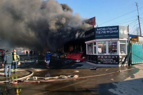 В Кривом Роге горел рынок, огонь тушили более трех часов (обновлено)