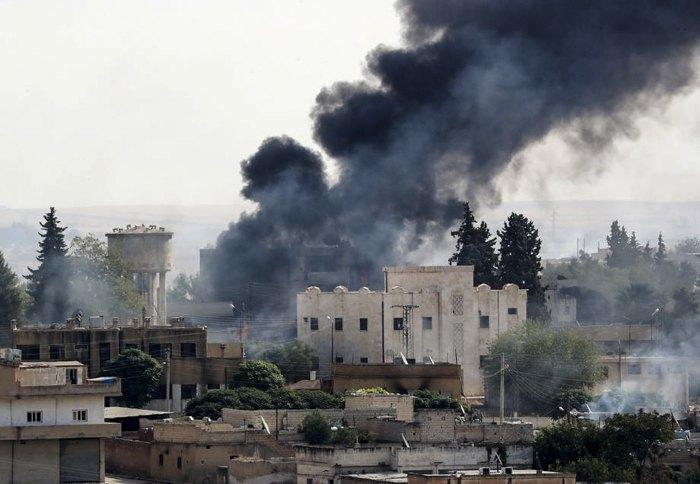 Дым после бомбардировки турецкими войсками сирийского города Рас-эль-Айн, 13 октября 2019.