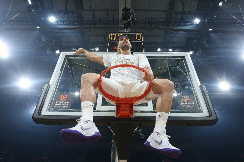 Факундо Кампассо переплутав баскетбол з коридою