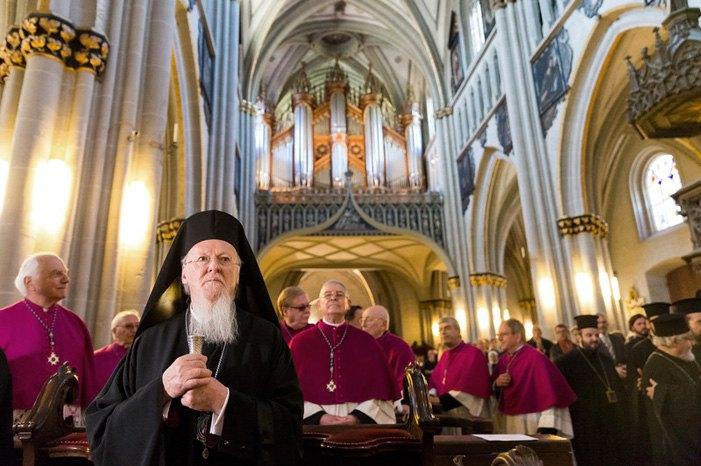 Вселенский Патриарх Варфоломей I во время визита в собор Святого Николая в Швейцарии