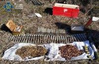 У Луганській області виявили схрон з артснарядами, обкладений протитанковими мінами