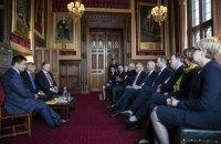 Порошенко призвал Великобританию либерализировать визовый режим для Украины
