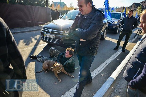 """Дорогу машинам Автомайдана перекрывал не только автобус, но и """"живая сила"""""""
