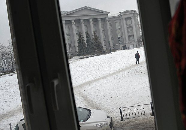 Вид из окна на исторический музей, который должен был быть художественной школой