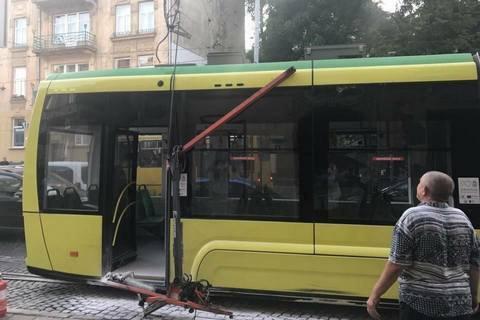 """У Львові в трамвая """"Електрон"""" обірвався струмоприймач"""