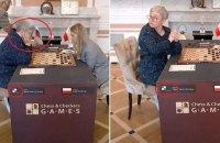 Скандал у матчі за світову шашкову корону: російський прапор зняли зі столу російської чемпіонки під час партії
