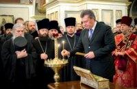 Янукович в Лавре поклонился мощам