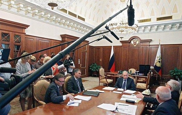 Слева направо: Борис Титов, Вячеслав Володин, Владимир Путин, Владимир Лукин и Михаил Федотов во время встречи в Кремле.