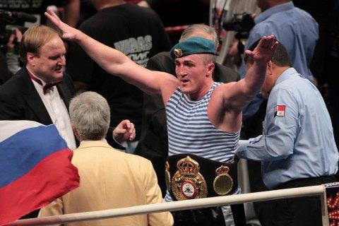 Російський боксер підтвердив інформацію про переговори з приводу бою з Усиком